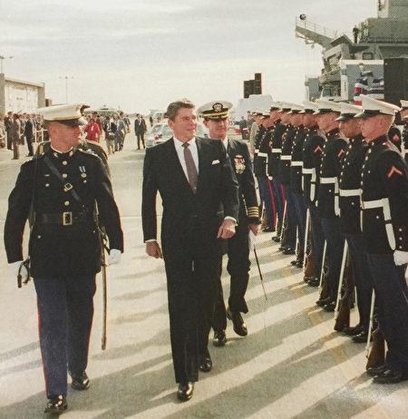 里根總統對天佑美國始終充滿熱誠。(Juliet Zhu/大紀元,圖片來源:Ronald Reagan Presidential Library)