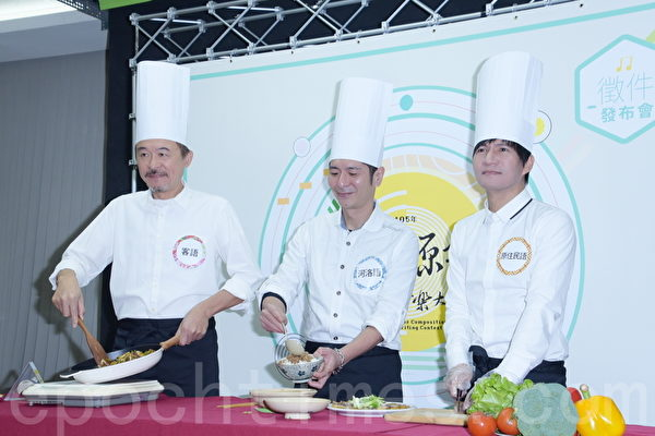 黄连煜(左起)、荒山亮、王宏恩于2016年2月24日在台北化身音乐总铺师,推广原创音乐。(黄宗茂/大纪元)