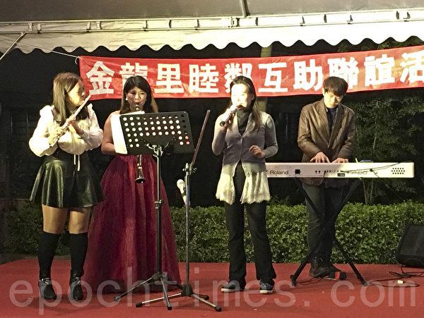 金龍里里長邀請到知名豎笛演奏家及駐唱歌手帶來動聽音樂。(呂文馨/大紀元)