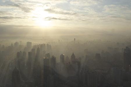 上海雾霾,BriYYZ摄。(公共领域)