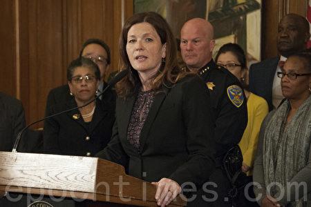 旧金山警察委员会主席罗富塔斯强调,警察改革的中心是尊重生命。(周凤临/大纪元)