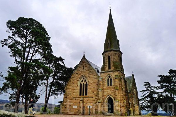 1885年建成這座卫理公会教堂,在小鎮教堂街道最南邊。(華苜/大紀元)