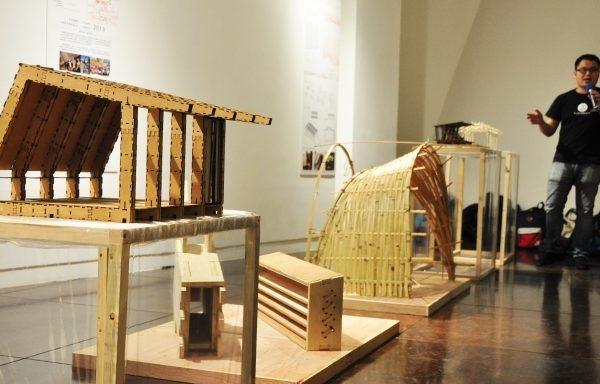 「台灣義竹協會」展出取材大自然的建築模型。(賴月貴/大紀元)