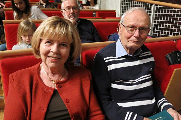 曾经从事会计工作的Christelle Turlet女士和先生一起观看了2016年2月28日神韵国际艺术团在日内瓦的最后一场演出。(关宇宁/大纪元)