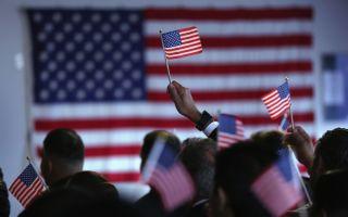 美国移民研究中心28日公布一份移民人口地图显示,美国三分之一的州内移民人口超过全州人口的15%,其中6个州的移民人口超过25%,加州移民人口比例高达37.4%。(John Moore/Getty Images)