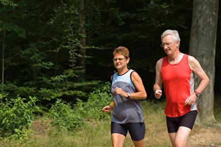 中等强度的运动可以提高瘦素敏感性。(Fotolia)