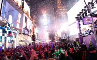 2016年新年的时候,时代广场上挤满了来自世界各地和纽约本地的民众。    (KENA BETANCUR/AFP/Getty Images)