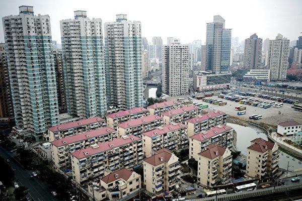 有数据显示,上海房价涨势迅猛,至今热度不减。图为上海建筑物一景。(PHILIPPE LOPEZ/AFP/Getty Images)