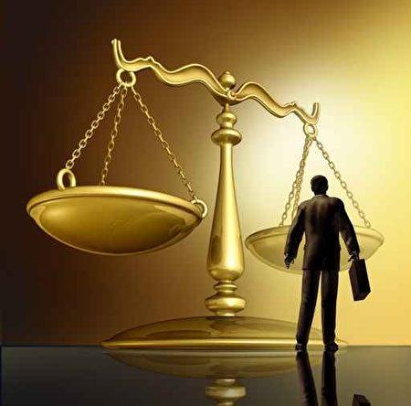 律师在2016年的基本薪资中位数是144,500美元。(Fotolia)