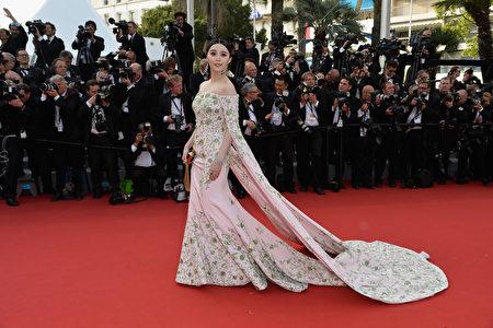 范冰冰于2015年法国戛纳电影节走红毯。(Pascal Le Segretain/Getty Images)