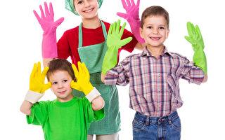 快乐的孩子们五颜六色的手套(fotolia)