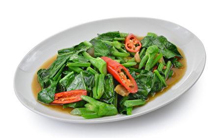 吃十字花科蔬菜(如芥兰)对雌激素的分泌有益。 (Fotolia)