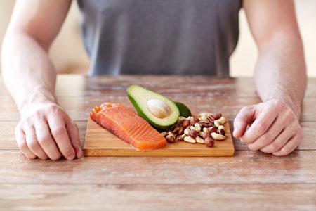 每餐饭(尤其是早餐)都吃蛋白质可以降低生长素水平、让人感到饱足。(Fotolia)