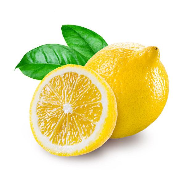 檸檬除斑去污效力強,是極佳的天然清潔劑。(Fotolia)