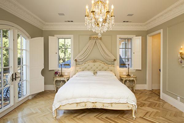 阿瑟顿的豪宅房间。(李欧/大纪元)