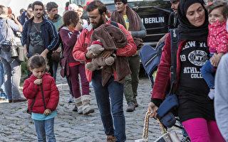 """欧盟领袖将宣布,关闭难民前往欧洲的必经之路巴尔干半岛路线,以遏制不断涌入的难民潮,此外还会要求土耳其大量接收""""不需国际保护的不合法移民""""。图为难民。(Carsten Koall/Getty Images)"""