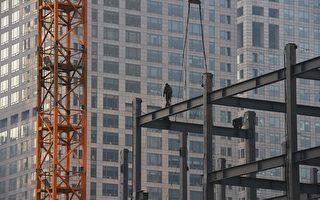 中共官方和地方政府出台了多項刺激購房措施,目前大陸一線城市房價高漲,三四線城市庫存量高但價格難降。(GREG BAKER/AFP/Getty Images)