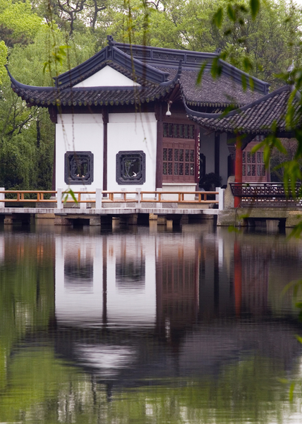 西湖畔的中国传统建筑。(fotolia)