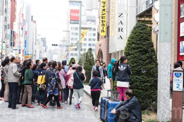 中国游客缺乏礼仪 日本商家头疼