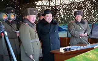 顯示朝鮮最高領導人金正恩(中)視察朝鮮人民軍大聯合部隊實戰訓練,受到受到朝鮮人民武力部長朴永植、朝鮮人民軍總參謀長李明洙(前排左)等迎接。(AFP)