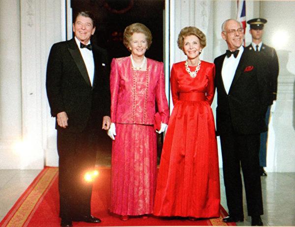 1988年11月16日,雷根总统伉俪问候他们的好朋友英国首相撒切尔夫人伉俪。(Juliet Zhu/大纪元,图片来源:Ronald Reagan Presidential Library)
