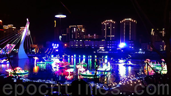"""2016台湾灯会""""水上剧场""""灯区。(唐宾/大纪元)"""
