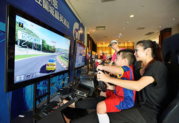 每年暑假舉辦GT6競速賽車比賽,分為孩童組與青年組(蘭城晶英提供)