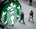 星巴克(Starbucks)一位前員工近日透露了店家的不少秘密。(LEON NEAL/AFP/Getty Images)