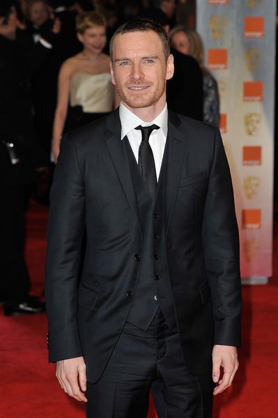 2012年的英國影視藝術學院獎(BAFTA)頒獎禮上,邁克爾‧法斯賓德選擇了一款生態羊毛晚禮服。(Gareth Cattermole/Getty Images)