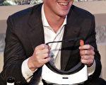 《福布斯》雜誌公佈最新全球富豪榜。微軟創辦人蓋茲連續三年位居榜首,臉書CEO扎克伯格財富增加最多,升上第6位。圖為扎克伯格。(Kay Nietfeld/AFP)