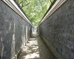 """青砖黛瓦卵石路,长不过200米,安徽桐城的""""六尺巷"""",寻常又与众不同。(公共领域)"""