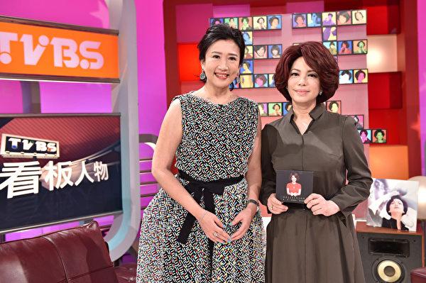 图为蔡琴(右)接受方念华节目专访。(联意制作提供)