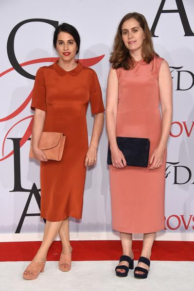 图为2015年6月1日Floriana Gavriel (左) and Rachel Mansur(右)于纽约林肯中心参加2015 CFDA Award(美国时装设计师协会奖)。(Dimitrios Kambouris/Getty Images)