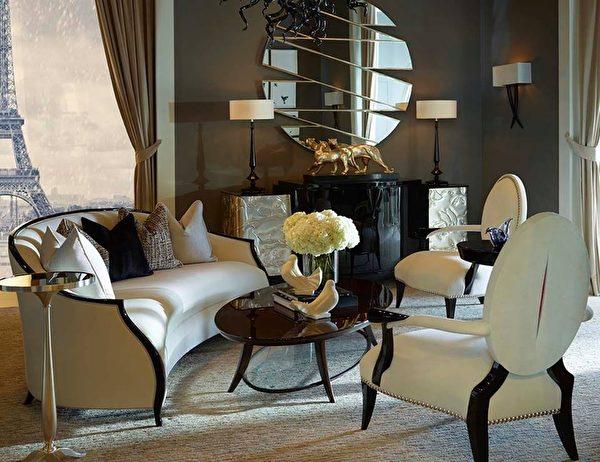 完美流畅的曲线、明快的色彩、简洁的造型、富有古典气息的雕刻,走进CG(CHRISTOPHER GUY)的展室,仿佛看到了香奈儿坐在曲线柔美的贵妃椅上翻看杂志的背影。(CHRISTOPHER GUY提供)