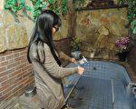宜兰县温泉业者做水质监测。(宜兰卫生局提供)