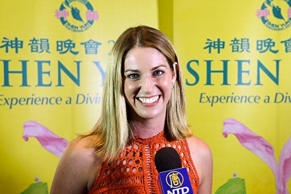 3月4日晚,在澳大利亚黄金海岸艺术中心(Arts Theatre),九号电视台驻黄金海岸记者Nicole Rowles观看了神韵世界艺术团的首场演出。(新唐人截图)