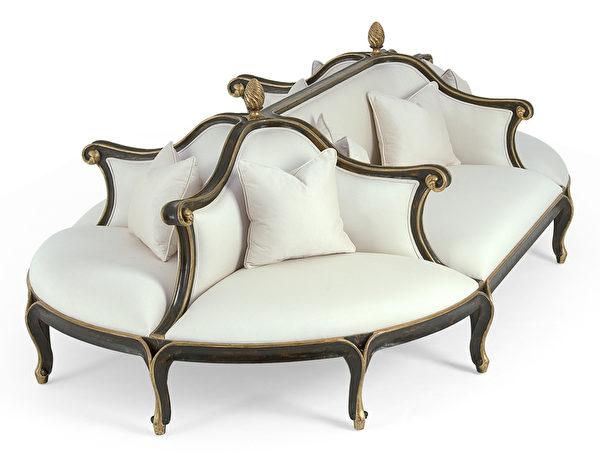 同款白色沙發別具柔美典雅風格。(Christopher Guy提供)