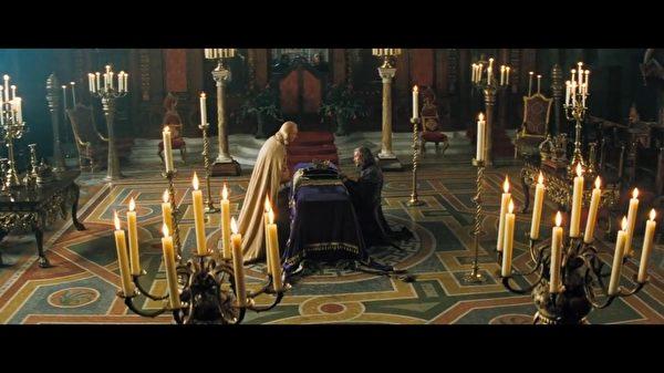 魔幻電影《星塵傳奇》用CG紅色高背靠椅裝飾輝煌場景。(Christopher Guy提供)