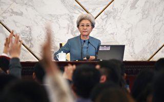 3月4日,中共人大記者會上,發言人傅瑩被問了18個問題。   (WANG ZHAO/AFP/Getty Images)