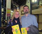 Rowley夫妇在英国伯明罕观看了3月5日的神韵演出。(麦蕾/大纪元)