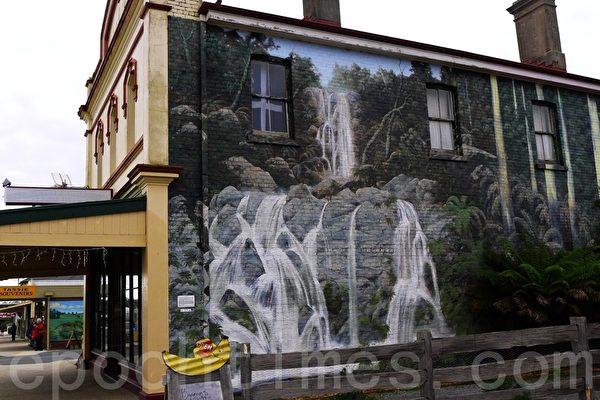 谢菲尔德鎮被稱為壁畫之鎮,此壁畫為本地風光。(華苜/大紀元)