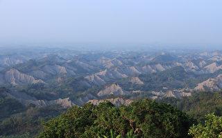 24公里真功夫超半马线路,沿着高雄与台南交界的山脊线路跑,对选手的挑战性极高。(高市观光局提供)