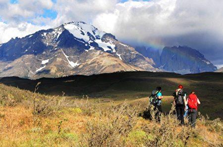 智利百内国家公园内游客。(GOBIERNO REGIONAL DE MAGALLANES/AFP)