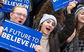 2016年3月5日,联邦参议员桑德斯在核心州堪萨斯击败声势领先的民主党对手希拉里.克林顿。图为桑德斯的支持者举著标语牌。(GEOFF ROBINS/AFP/Getty Images)
