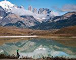 雄伟壮观的三塔山是智利百内公园的标志。(GOBIERNO REGIONAL DE MAGALLANES/AFP)