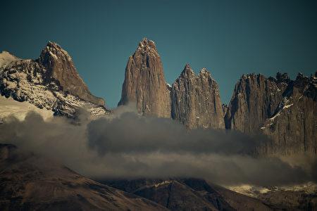 智利百内国家公园内三塔山。(GOBIERNO REGIONAL DE MAGALLANES/AFP)