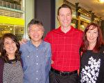 Donna Galassi(左)和Don Bergman及朋友一行四人观看了神韵在丹佛市的最后一场演出,表示神韵让她学到纯正的中国文化。(于丽丽/大纪元)