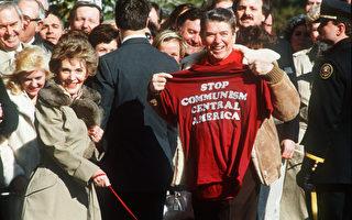 1986年3月7日,当时的美国总统里根和夫人南希‧里根离开白宫前往戴维营。(AFP / DON RYPKA)