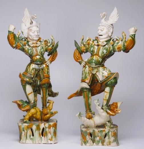 唐三彩天王俑一對,高101.5 、103厘米。(Courtesy of Berwald Oriental Art)
