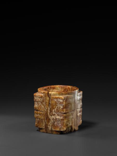 良渚玉琮,良渚文化(前3300–前2250年),高7.6厘米。(Oren Eckhaus, courtesy of J.J. Lally & Co.)